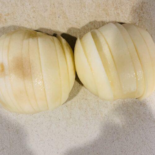 桃は皮をむいてスライスして凍らす。
