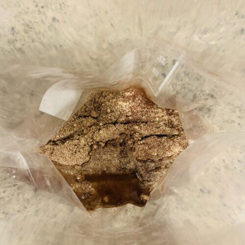 ① フリーザーバッグに材料全部(アーモンドプードル・ココナッツオイル・溶き卵・ステビアヘルスホワイト)を入れてよく揉みこむ。