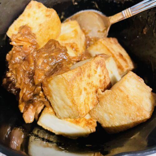 4 調味料を混ぜたボウルにツナ缶、焼いた厚揚げ、ねぎを加えてあえたら完成2